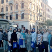 Turske studentice pred Turskom kućom u Rijeci